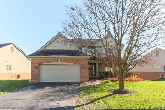 17501 Lake View Circle, Northville, MI 48168 (#2200094886) :: Robert E Smith Realty