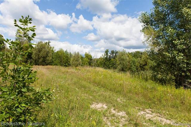 2421 Perry Lake Road, Brandon Twp, MI 48462 (MLS #2200094939) :: The Toth Team