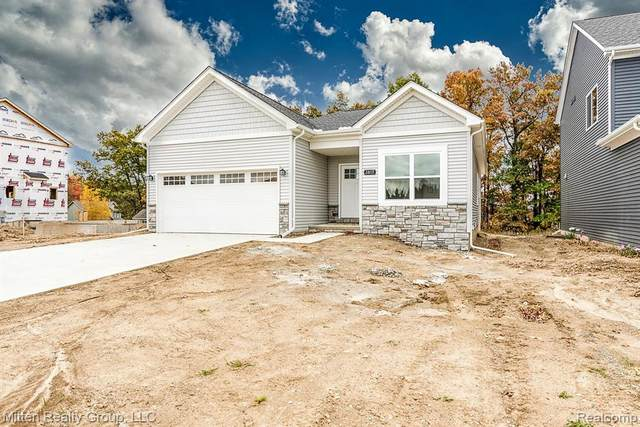 2154 Hidden Ridge Drive, Holly Twp, MI 48442 (MLS #2200095203) :: The John Wentworth Group