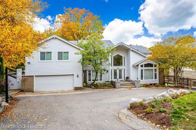 3283 Bloomfield Park Drive, West Bloomfield Twp, MI 48323 (#2200095263) :: The Mulvihill Group