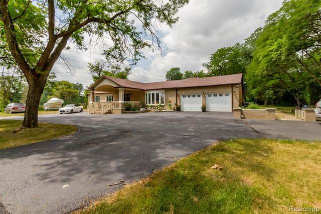 685 N Beck Road, Canton Twp, MI 48187 (#2200095462) :: The Mulvihill Group