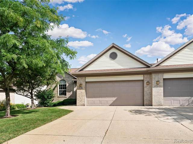 2191 Pleasant Drive, Commerce Twp, MI 48390 (#2200095505) :: Robert E Smith Realty