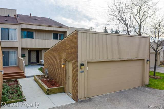 7366 Balsam Court, West Bloomfield Twp, MI 48322 (#2200095623) :: The Mulvihill Group