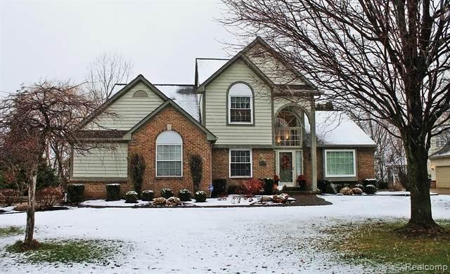 2053 Sandlewood Drive, White Lake Twp, MI 48383 (#2200095850) :: The Alex Nugent Team | Real Estate One