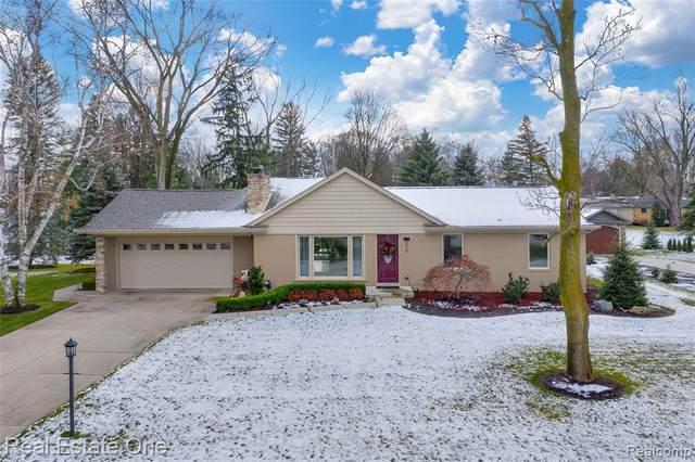 375 Willow Tree Lane, Rochester Hills, MI 48306 (#2200095935) :: RE/MAX Nexus