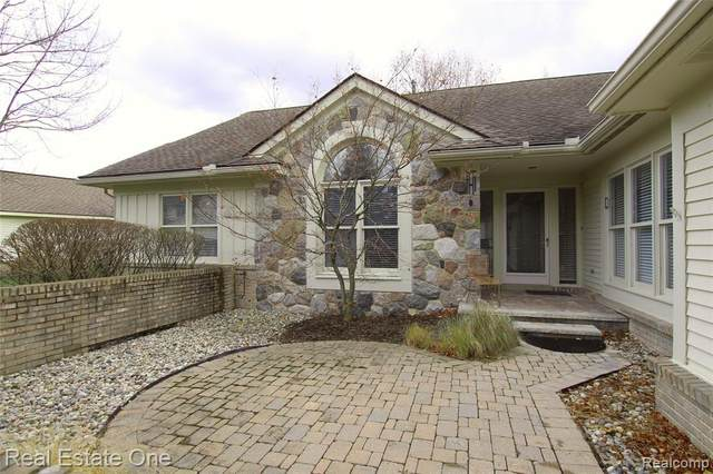 7311 Simsbury Drive #31, West Bloomfield Twp, MI 48322 (#2200095960) :: The Alex Nugent Team   Real Estate One
