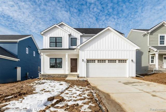 2158 Hidden Ridge Drive, Holly Twp, MI 48442 (MLS #2200096468) :: The John Wentworth Group
