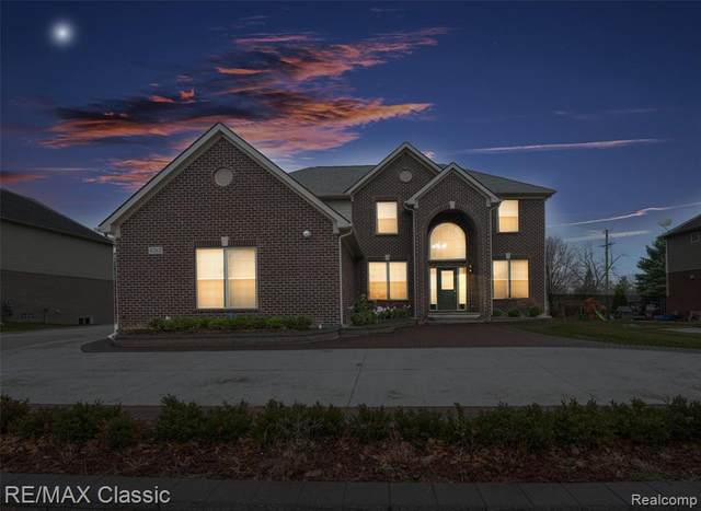 4262 S Lake Lane, Shelby Twp, MI 48316 (#2200096522) :: The Mulvihill Group
