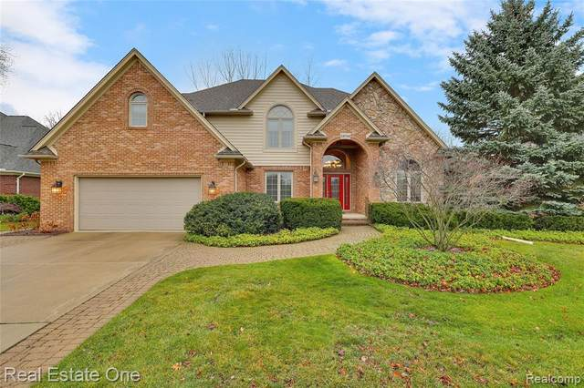 38746 Glenmar Lane, Harrison Twp, MI 48045 (#2200096606) :: Duneske Real Estate Advisors
