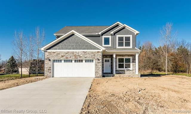 2153 Rolling Hills Drive, Holly Twp, MI 48442 (MLS #2200096634) :: The John Wentworth Group