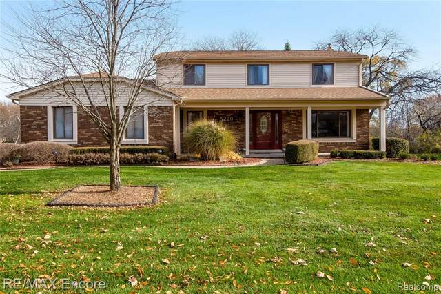 5226 Hertford Drive, Troy, MI 48085 (MLS #2200096763) :: The Toth Team