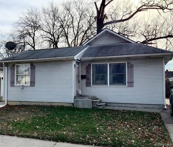 636 E Rowland Avenue, Madison Heights, MI 48071 (#2200096860) :: Robert E Smith Realty