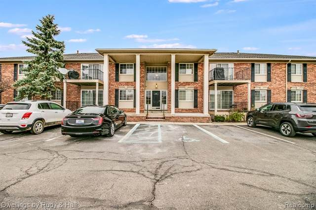 6157 Orchard Lake Rd Apt 102, West Bloomfield Twp, MI 48322 (#2200097311) :: The Alex Nugent Team | Real Estate One