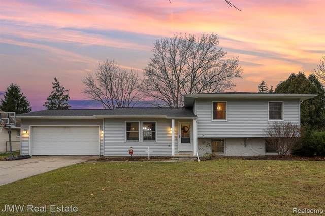 288 W Franconian Drive, Frankenmuth, MI 48734 (#2200097742) :: The Mulvihill Group