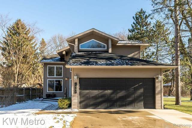 2441 Archdale, West Bloomfield Twp, MI 48324 (#2200097759) :: The Alex Nugent Team | Real Estate One