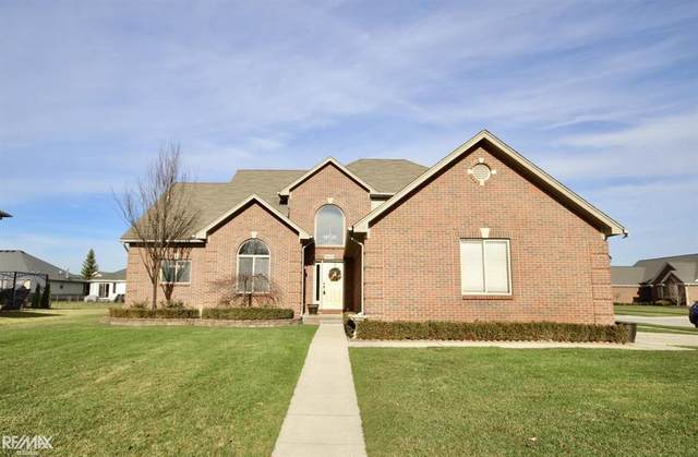 18623 London Dr, Macomb Twp, MI 48042 (#58050030055) :: The Alex Nugent Team | Real Estate One