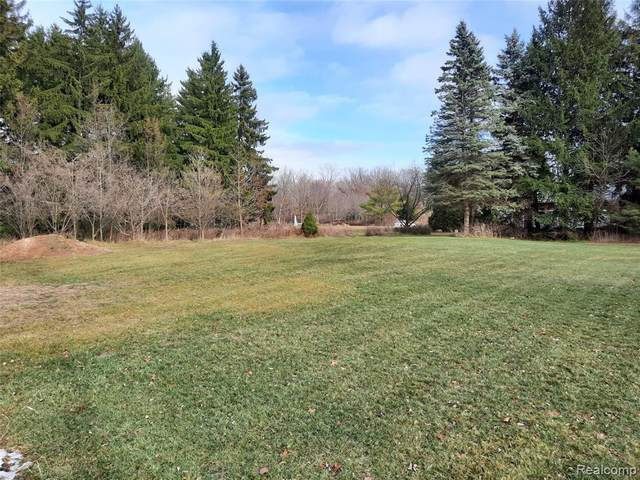 60 Ormsby, Waterford Twp, MI 48327 (#2200098113) :: Robert E Smith Realty