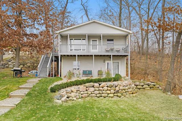 16206 Crest Drive, Argentine Twp, MI 48451 (#2200098522) :: Robert E Smith Realty