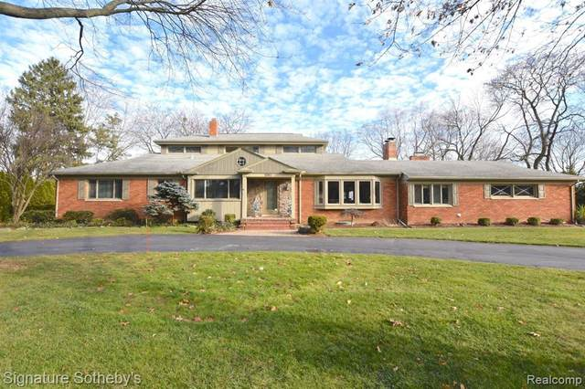 5941 E Miller Way, Bloomfield Twp, MI 48301 (#2200099552) :: Duneske Real Estate Advisors