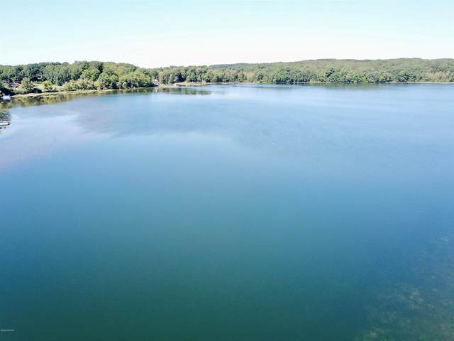 4 Waters Edge Drive, Riverton Twp, MI 49454 (#67020006648) :: Real Estate For A CAUSE