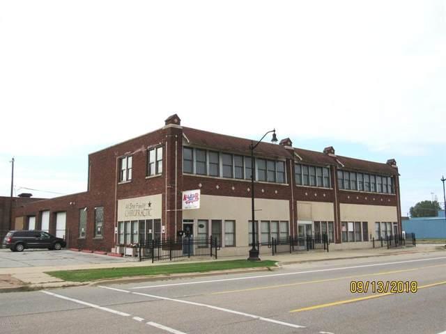 204 W Main Street, Benton Harbor, MI 49022 (#69018046257) :: The Mulvihill Group