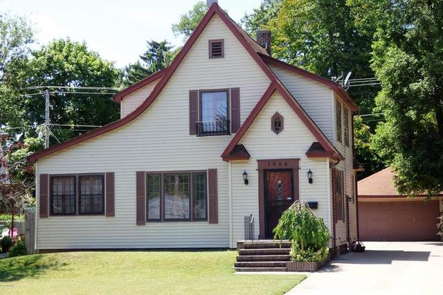 1068 Colfax Avenue, Benton Harbor, MI 49022 (#69020040798) :: The Mulvihill Group