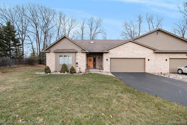 2188 Woodhill Drive, Flint Twp, MI 48532 (#2200101983) :: The Mulvihill Group