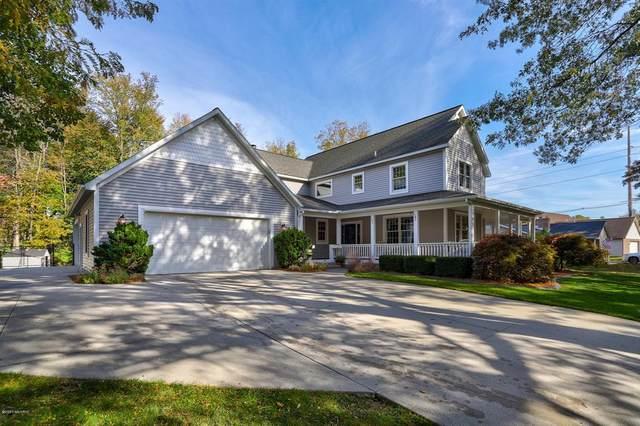 1021 Oak Lane, Grand Haven, MI 49417 (#65020044199) :: Keller Williams West Bloomfield