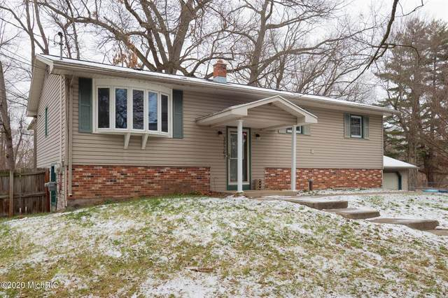 35362 51st Avenue, Paw Paw Twp, MI 49079 (#69020051983) :: The BK Agency