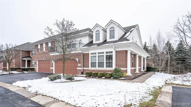 7305 Gateway Drive, West Bloomfield Twp, MI 48322 (#2210000799) :: BestMichiganHouses.com