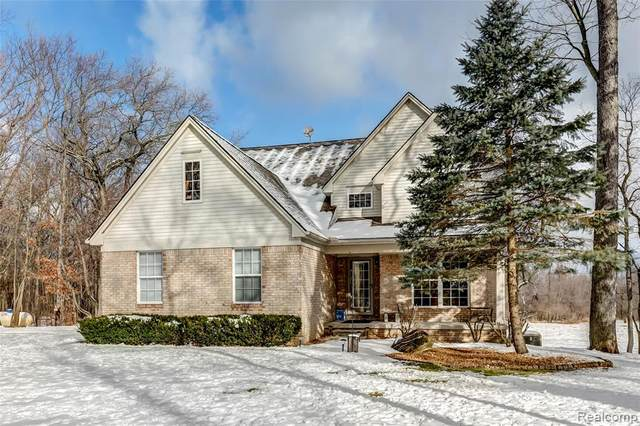 2840 Crooked Lake Road, Genoa Twp, MI 48843 (#2210001120) :: BestMichiganHouses.com