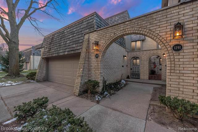 1289 Oakwood Court S, Rochester Hills, MI 48307 (#2210001171) :: The Alex Nugent Team | Real Estate One