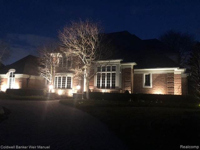19022 Oak Leaf Lane, Northville Twp, MI 48168 (#2210001256) :: Duneske Real Estate Advisors