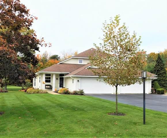 3376 Clearbrook Green #12, Saugatuck Twp, MI 49453 (#71021000723) :: The Mulvihill Group