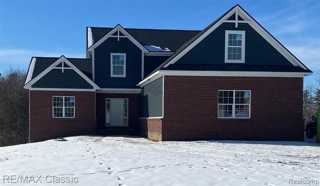 7755 Tipperary Trail, Tyrone Twp, MI 48430 (#2210001868) :: The Mulvihill Group