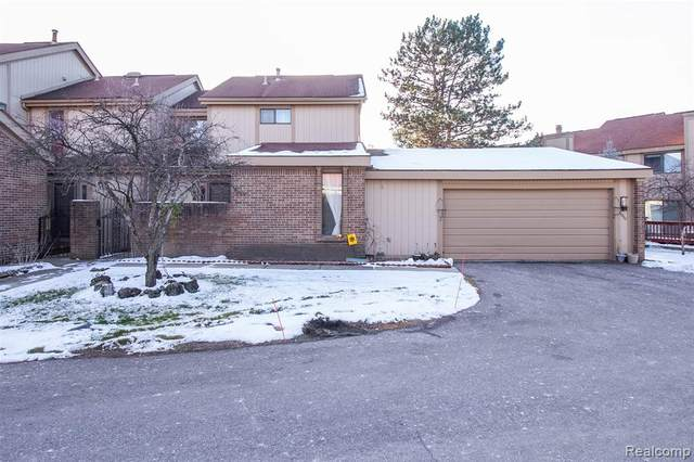 5288 Wright Way E, West Bloomfield Twp, MI 48322 (#2210001873) :: The Mulvihill Group