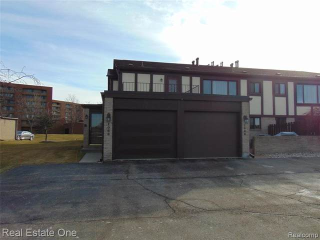 1066 Country Club Drive, Saint Clair Shores, MI 48082 (#2210001946) :: The Alex Nugent Team | Real Estate One