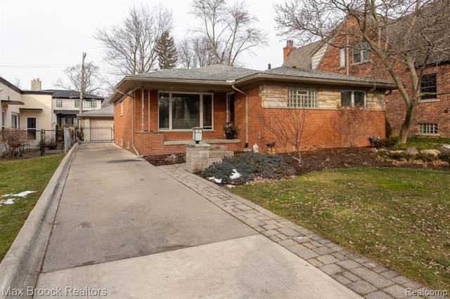 10144 Elgin Avenue, Huntington Woods, MI 48070 (#2210002340) :: Keller Williams West Bloomfield