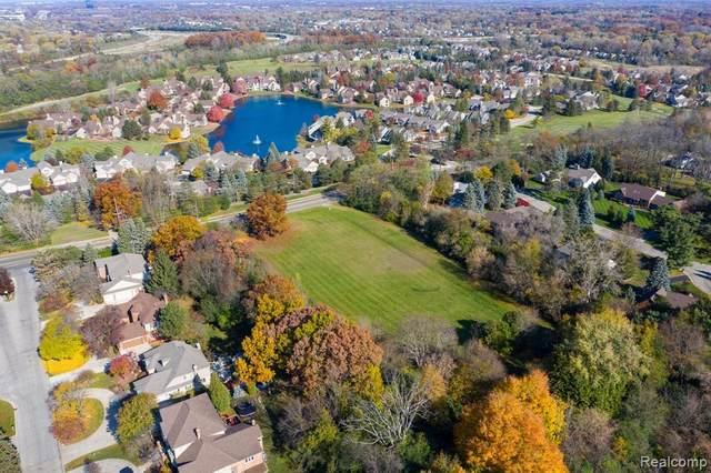 700 E Square Lake Road, Bloomfield Twp, MI 48304 (#2210002443) :: GK Real Estate Team