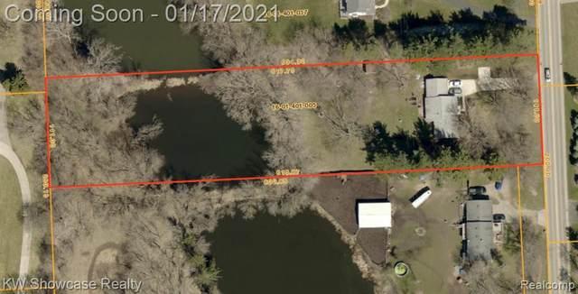 935 S Duck Lake Road, Milford Twp, MI 48381 (#2210003091) :: Novak & Associates