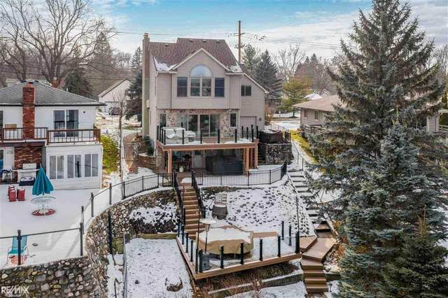 600 Heights Rd, Orion Twp, MI 48362 (#58050032377) :: The Merrie Johnson Team