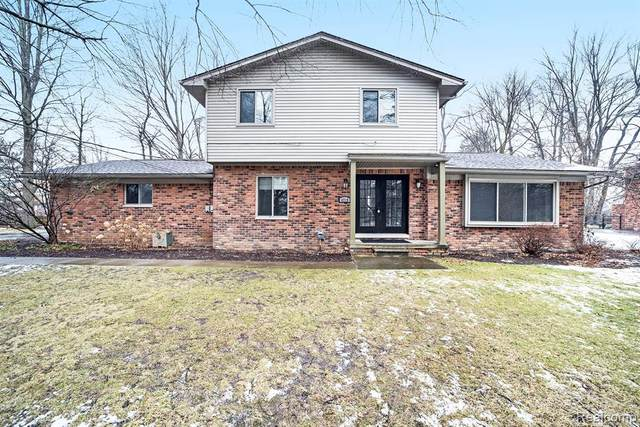4719 Parview Drive, Independence Twp, MI 48346 (#2210003629) :: NextHome Showcase