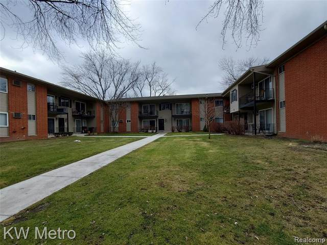 4115 Benjamin Ave Apt 6, Royal Oak, MI 48073 (MLS #2210003911) :: The John Wentworth Group