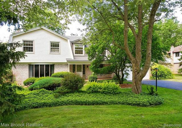 6824 Wing Lake Road, Bloomfield Twp, MI 48301 (MLS #2210004205) :: The John Wentworth Group