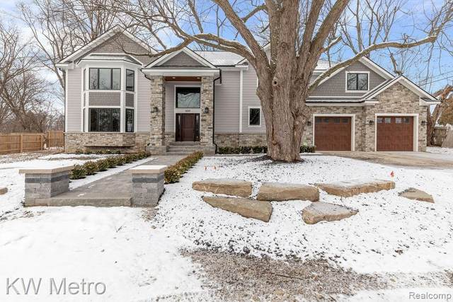620 S Pontiac Trail, Walled Lake, MI 48390 (#2210004496) :: The Alex Nugent Team | Real Estate One