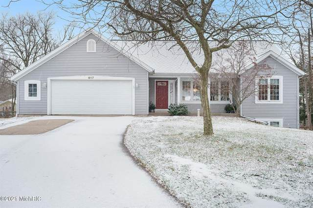 617 Pine Water Way, Holland Twp, MI 49424 (#71021002106) :: The Mulvihill Group