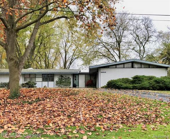 29545 Highmeadow Rd, Farmington Hills, MI 48334 (MLS #2210004947) :: The Toth Team