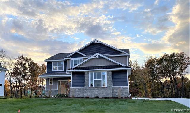 2379 Torrey Pine Court, Hartland Twp, MI 48855 (MLS #2210005002) :: The John Wentworth Group