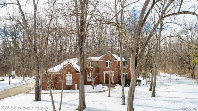 9455 Park Lane, Commerce Twp, MI 48382 (MLS #2210005176) :: The John Wentworth Group