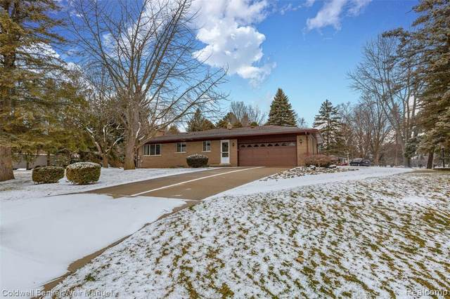 6805 Fredmoor Drive, Troy, MI 48098 (MLS #2210005593) :: The John Wentworth Group